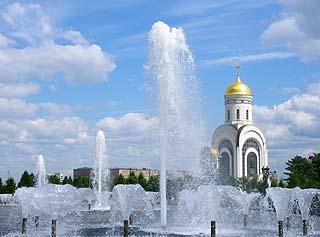 188 Фонтан и церковь.  Fountain and  Church  136k