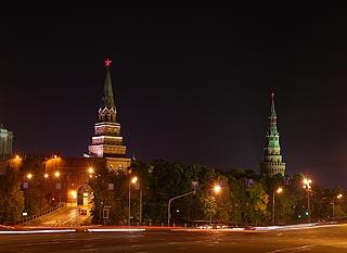 406 Ночные Боровицкие ворота Кремля.   118k