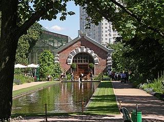 703 Вход в Ботанический сад МГУ.   211k