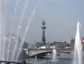 746 Памятник Петру Первому. Вид с Болотной набережной.   149k