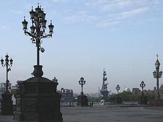 749 Светильники на площади Храма Христа Спасителя.   109k