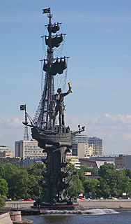 751  Памятник Петру Первому. Вид от Храма Христа Спасителя.   89k