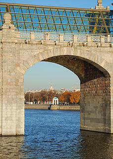 825 Андреевский пешеходный мост.   152k