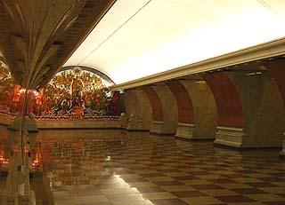 915 Станция метро Парк Победы.    99k