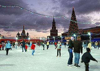 925 Каток под сенью Кремлевских башен.    175k