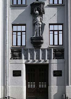 932 Вход в здание кадастрового центра «Земля».  Гусятников переулок д. 11   171k