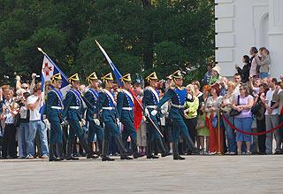a240 Развод пеших и конных караулов на Соборной площади Кремля.     158k