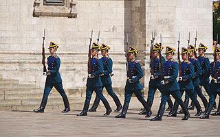 a242 Развод пеших и конных караулов на Соборной площади Кремля.     136k