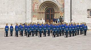 a244 Развод пеших и конных караулов на Соборной площади Кремля.     154k
