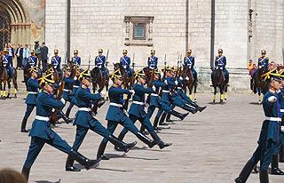 a250 Развод пеших и конных караулов на Соборной площади Кремля.     160k
