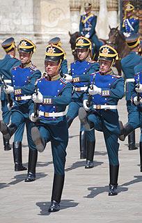 a251 Развод пеших и конных караулов на Соборной площади Кремля.     87k