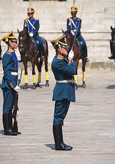 a252 Развод пеших и конных караулов на Соборной площади Кремля.     71k