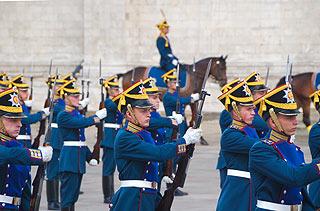 a253 Развод пеших и конных караулов на Соборной площади Кремля.     109k