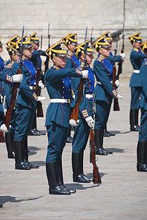 a257 Развод пеших и конных караулов на Соборной площади Кремля.      83k