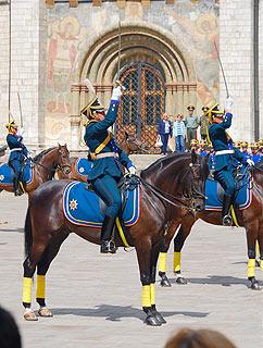 a261 Развод пеших и конных караулов на Соборной площади Кремля.     114k