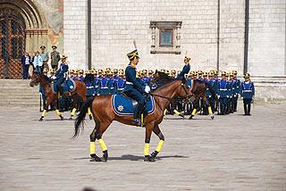 a262 Развод пеших и конных караулов на Соборной площади Кремля.    141k