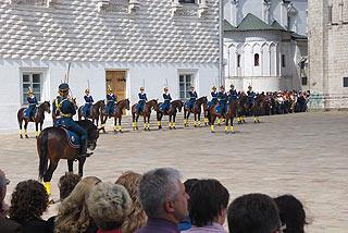 a264 Развод пеших и конных караулов на Соборной площади Кремля.     162k