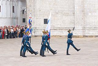 a266 Развод пеших и конных караулов на Соборной площади Кремля.      134k